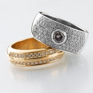 Guldringar med briljanter - Vitguldsring med lila diamant i mitten