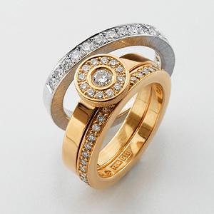 Briljantringar i vitt och rött guld