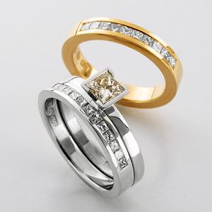 Vigsel eller förlovningsringar med prinsess-slipade diamanter